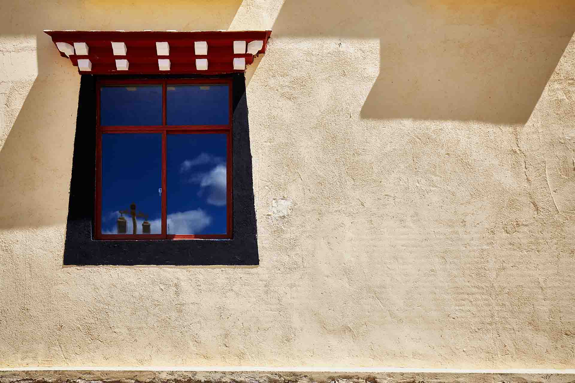 What are Signs or Windows Getting Old and Wornout?