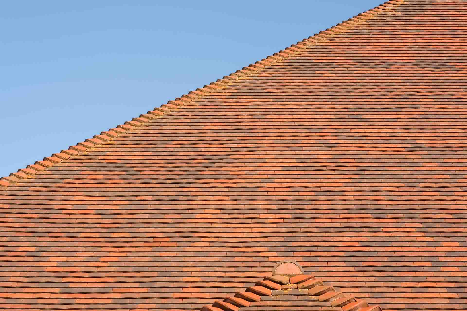 How do I find a reputable roofer?