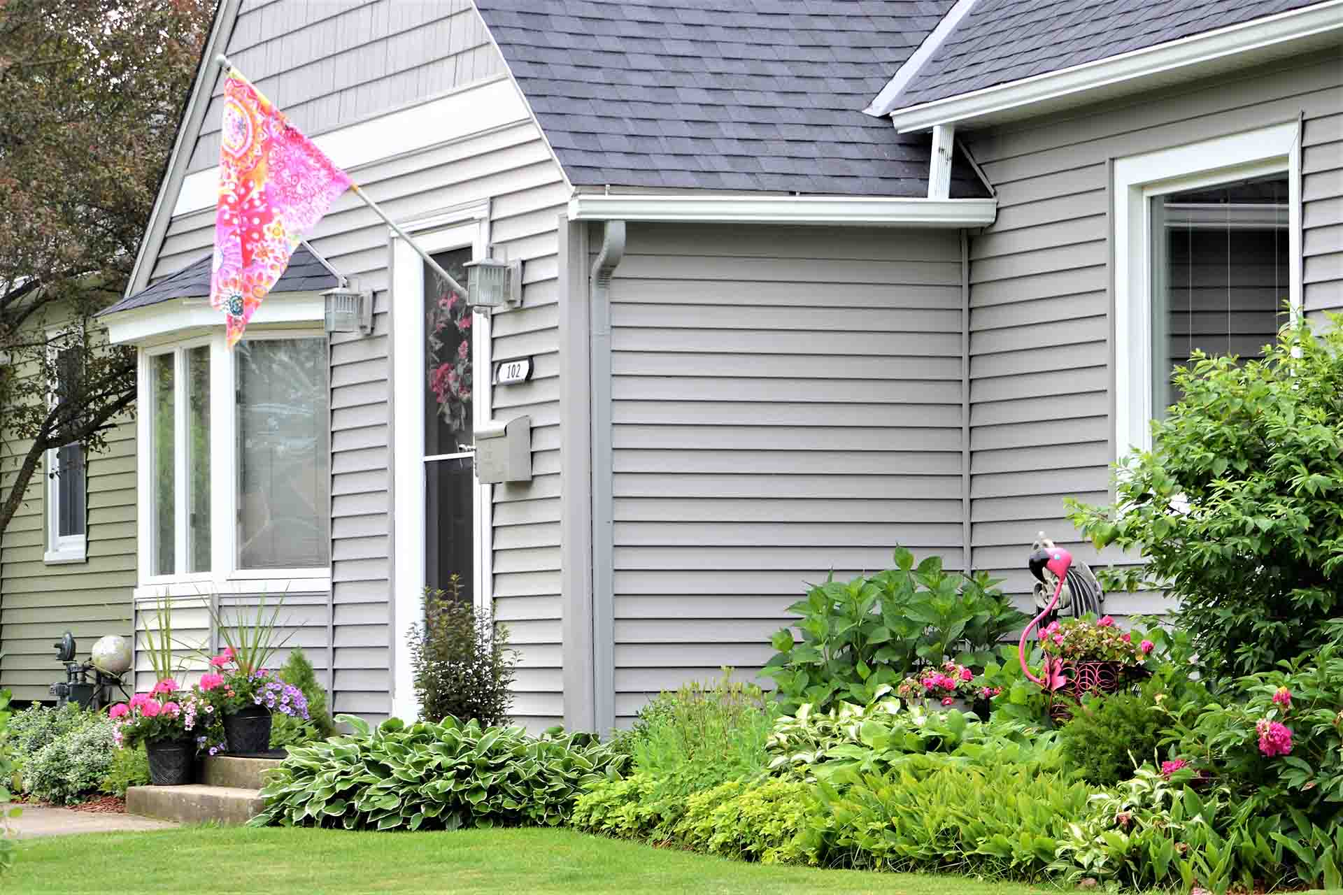 5 Problems Caused By Not Maintaining Your Vinyl Siding